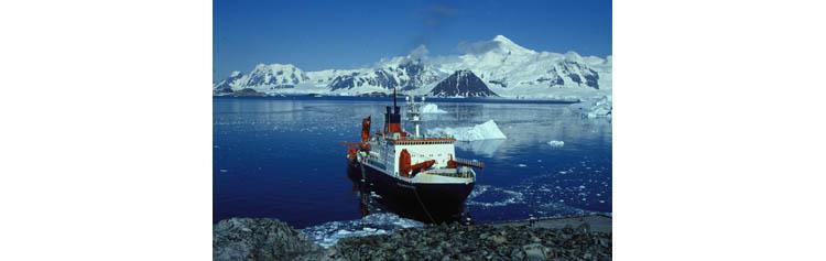 Le navire de recherche allemand #Polarstern en route pour la mer du #Groenland