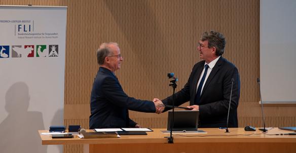 """Signature d'un accord de coopération scientifique entre l'Anses et l'Institut Friedrich-Loeffler (FLI) pour une approche commune """"One Health"""""""